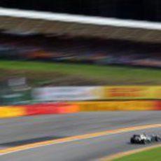 Heikki Kovalainen pasa por el Raidillon