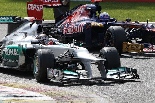 Michael Schumacher contiene a Daniel Ricciardo