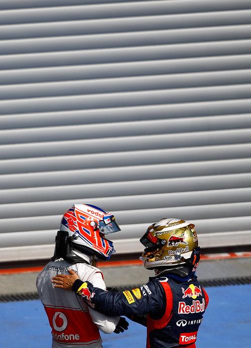 Sebastian Vettel felicita a Jenson Button