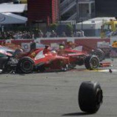 El Ferrari de Alonso destrozado en la primera curva de Spa 2012