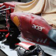 Los restos del Ferrari y del Sauber en el GP de Bélgica 2012
