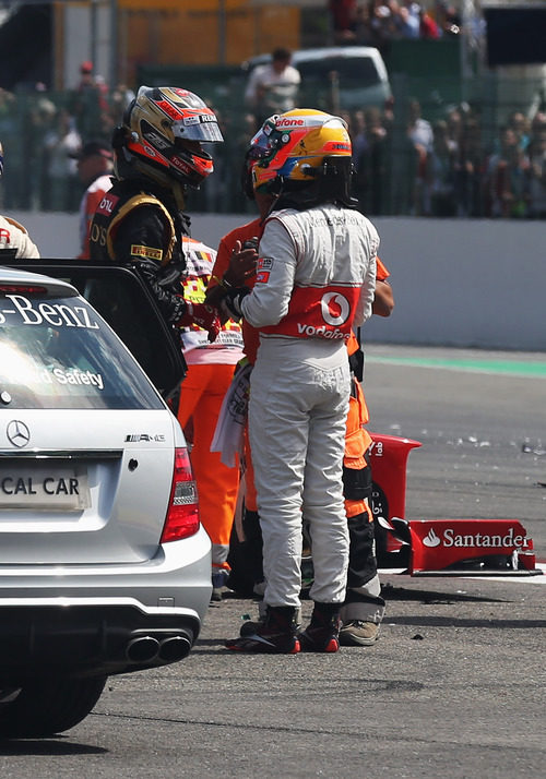 Lewis Hamilton se encara con Romain Grosjean tras el accidente de Spa