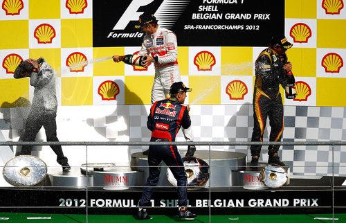 Fiesta del champán en el podio del GP de Bélgica 2012