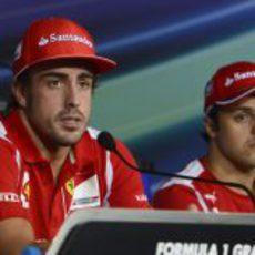 Fernando Alonso y Felipe Massa en la rueda de prensa de la FIA del jueves en Italia