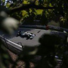 Nico Rosberg a bordo de su Mercedes en las rectas de Monza