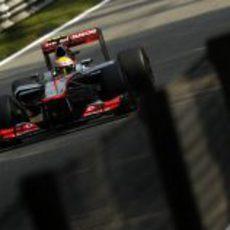 Lewis Hamilton 'voló' en las largas rectas de Monza