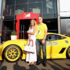 Benjamin Sloss Treynor y su mujer Christine recogen el 599XX Evo en Monza