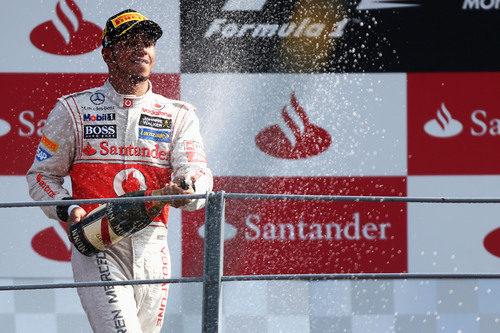 Más champán para Hamilton en el GP de Italia 2012