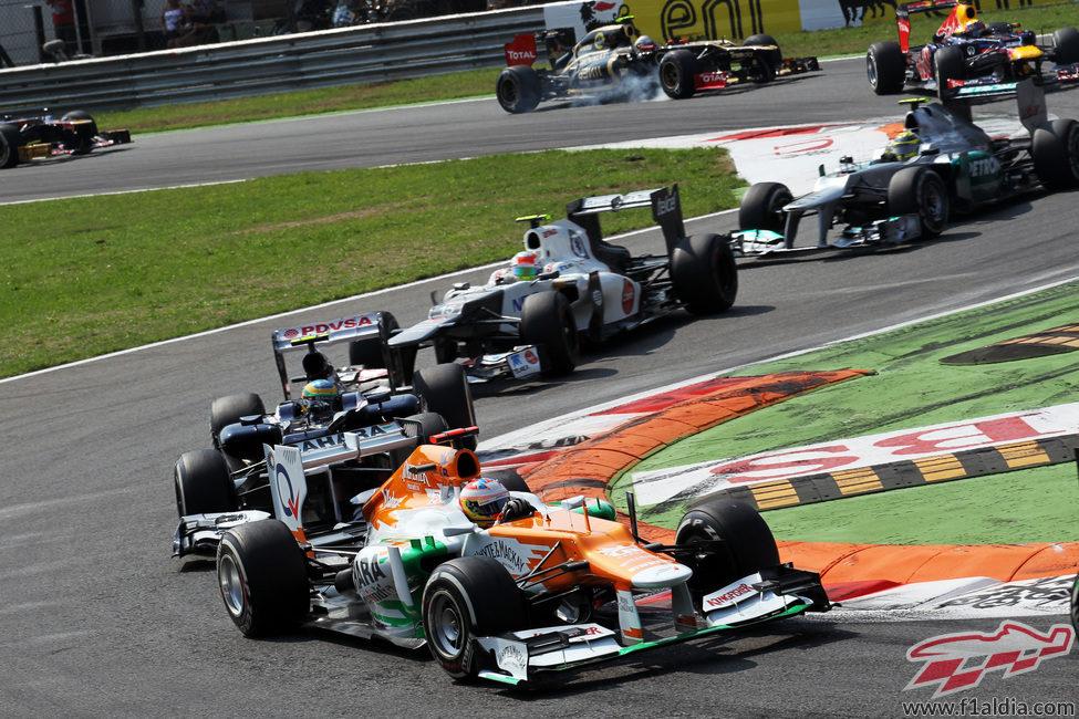 Paul di Resta lidera el grupo en la primera chicane