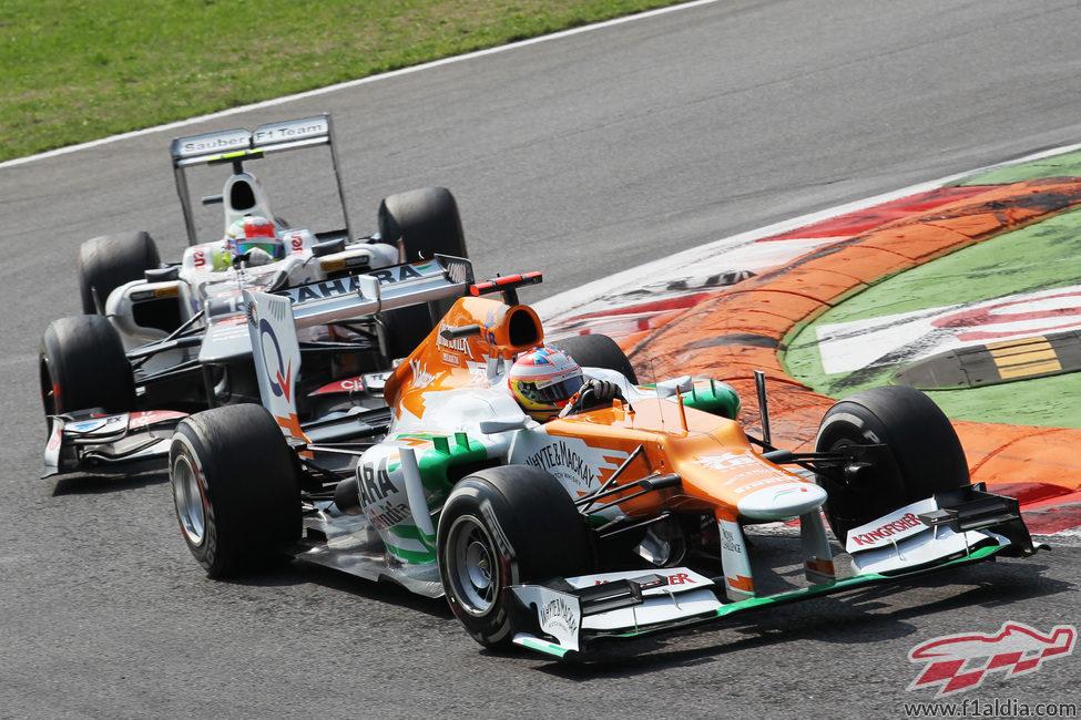 Paul di Resta y Sergio Pérez en Monza