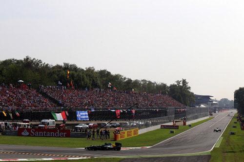 Vitaly Petrov conduce su CT01 durante la carrera de Monza