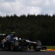 Vitaly Petrov disputa los terceros entrenamientos del fin de semana en Spa