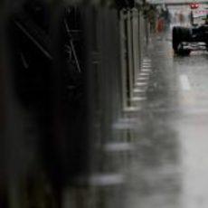Bruno Senna y su Williams bajo el chaparrón que cayó sobre Spa