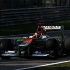 Paul di Resta prueba el coche en el circuito italiano de Monza