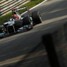 Michael Schumacher prepara su W03 en los Libres 1 de Italia