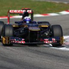 Daniel Ricciardo completa otra vuelta del GP de Italia 2012