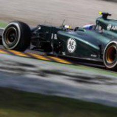 Vitaly Petrov rueda en la Q! de la clasificación en Italia