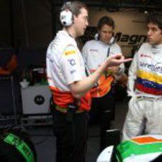 Los ingenieros charlan con Rodolfo González