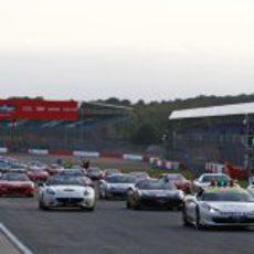 Marcha de 964 Ferraris en Silvertone