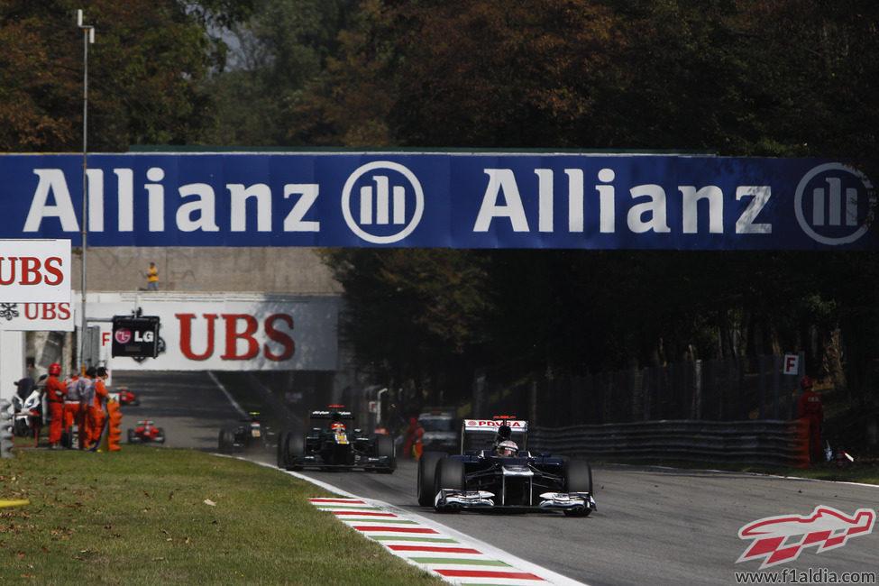Pastor Maldonado sigue remontando posiciones en Monza