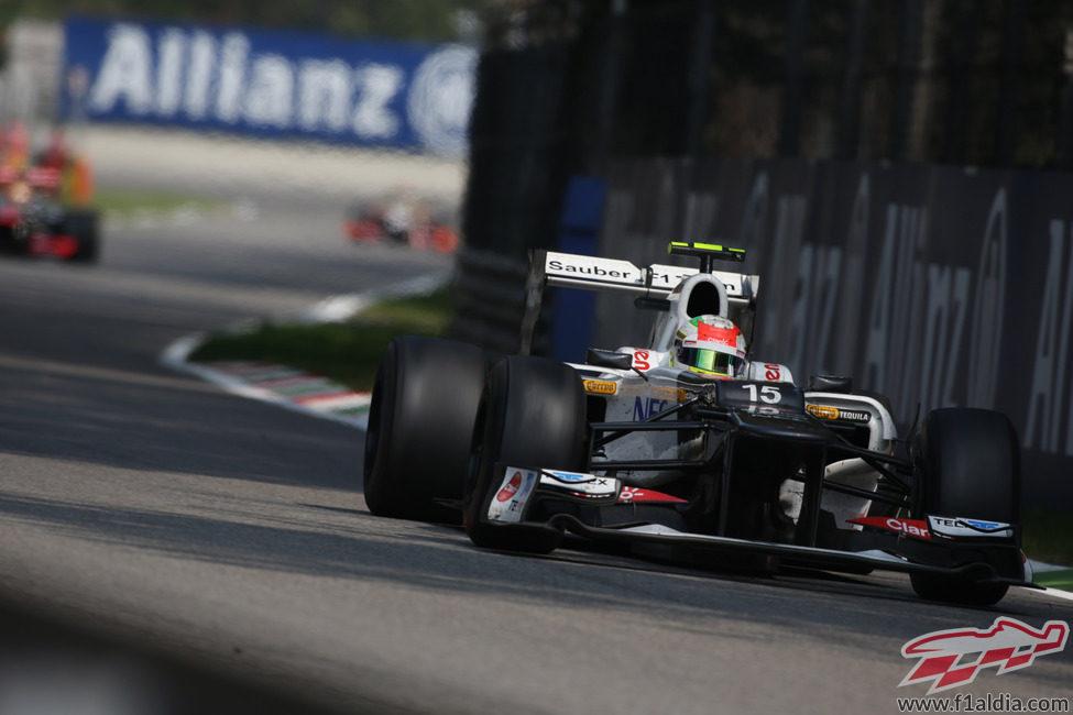 Sergio Pérez avanza veloz hacia el podio de Monza