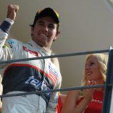 Sergio Pérez sube feliz al podio del GP de Italia 2012