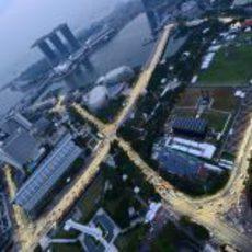 Cae la noche sobre Singapur