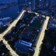 Los rascacielos rodean el circuito de Marina Bay
