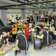 El equipo HRT ensaya pitstops en Singapur
