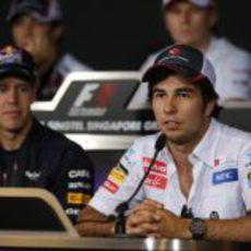 Sergio Pérez y Sebastian Vettel en la rueda de prensa