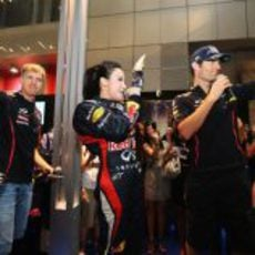 Sebastian Vettel y Mark Webber en un acto publicitario