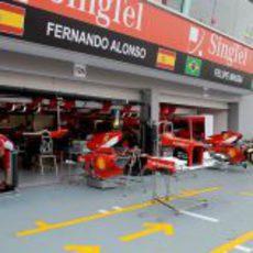 El box de Ferrari en Singapur 2012