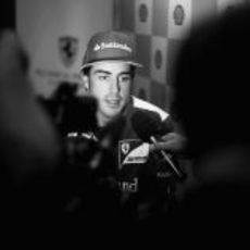 Fernando Alonso atiende a la prensa en Singapur 2012