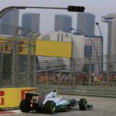 Nico Rosberg con neumáticos de lluvia en Singapur