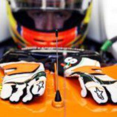 Los guantes de Paul di Resta