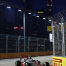 Lewis Hamilton terminó en las primeras posiciones del viernes