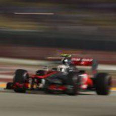 Lewis Hamilton 'vuela' en el circuito de Marina Bay