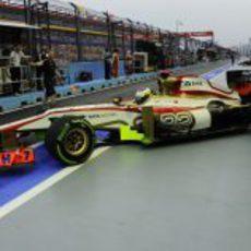 Pedro de la Rosa sale del garaje en Singapur