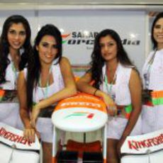 Las chicas del box de Force India
