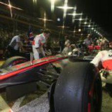 Lewis Hamilton en la parrilla del GP de Singapur 2012