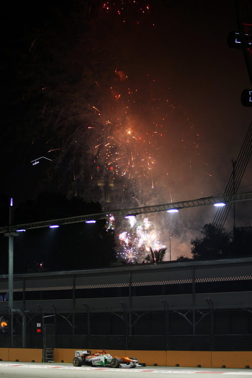 Paul di Resta termina cuarto bajo fuegos artificiales en Singapur