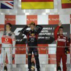 Vettel, Button y Alonso subieron al podio de Singapur