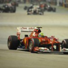 Felipe Massa tuvo un pinchazo tras la salida