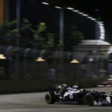 Pastor Maldonado no terminó el GP de Singapur 2012