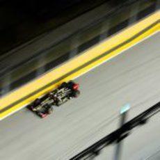 Romain Grosjean pasa por una recta en Marina Bay