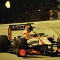 Narain Karthikeyan estrelló el F112 en Singapur