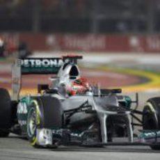 Michael Schumacher con su Mercedes en la carrera de Marina Bay
