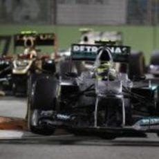 Nico Rosberg superó a los Lotus en Singapur 2012