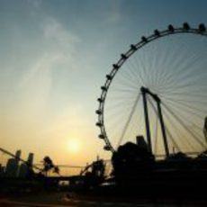 Cae la noche en Singapur 2012