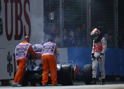 Lewis Hamilton abandona en el GP de Singapur 2012